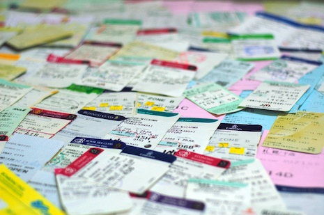 Boarding_passes_close
