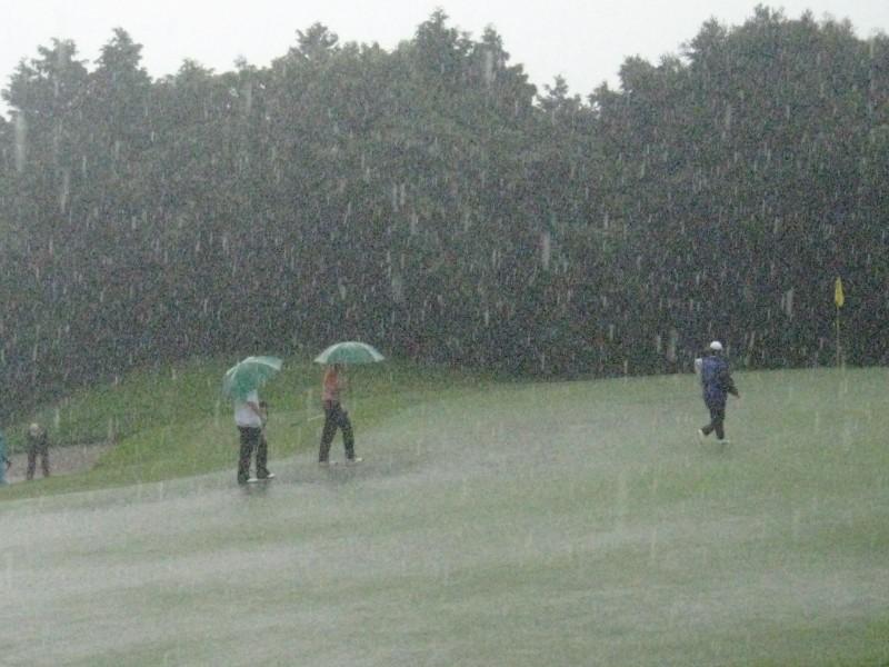 Golf_rain